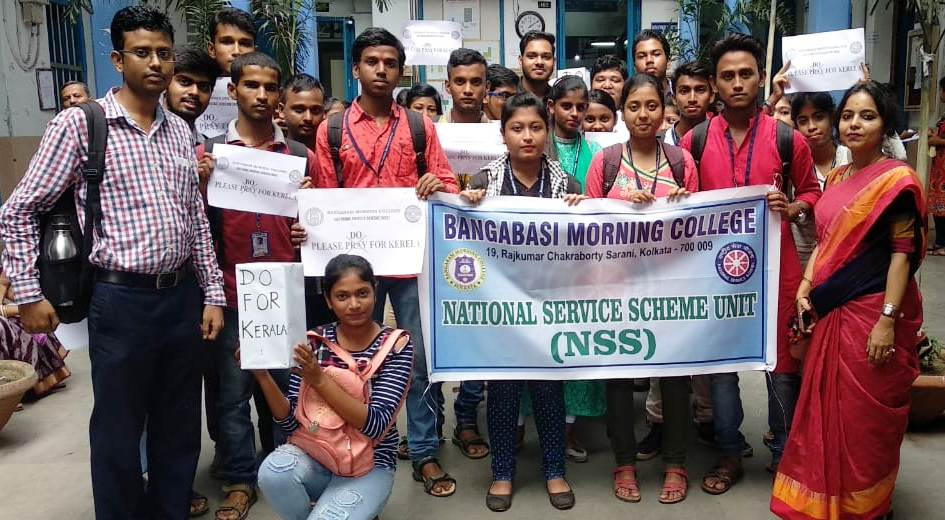 NSS Volunteers collected funds for the victims of Kerala